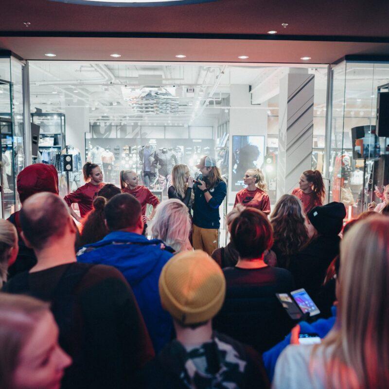 Nike Baltic poe avamine Ülemiste keskuses, tehniline partner poe ekraanide digitaliseerimisel ja ürituse tehniline partner Ledzep Group